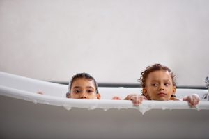 kids-in-bathtub